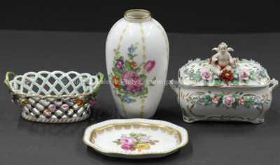 Porcelán - Konvolut čtyř kusů drobných porcelánových  předmět