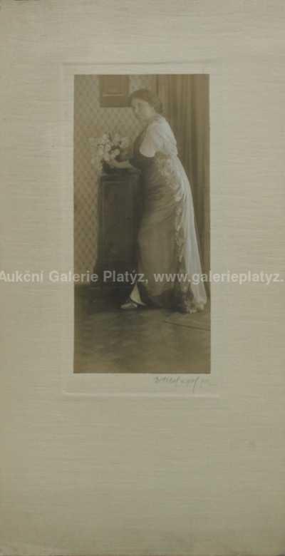 František Drtikol - Dáma s květinou